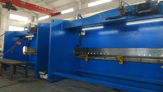 Electric_power_pole_tandem_press_brake